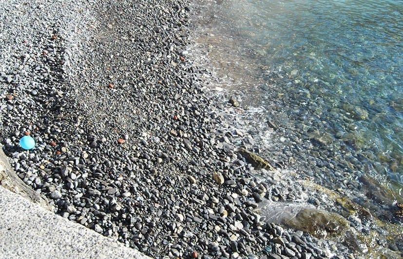 Plastikmüll am Mittelmeer in Genua