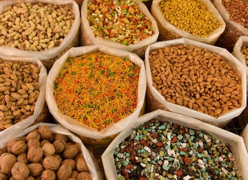 Vegane Proteinquellen, Proteine vegan abdecken, Nüsse, Hülsenfrüchte, Mandeln, Walnüsse