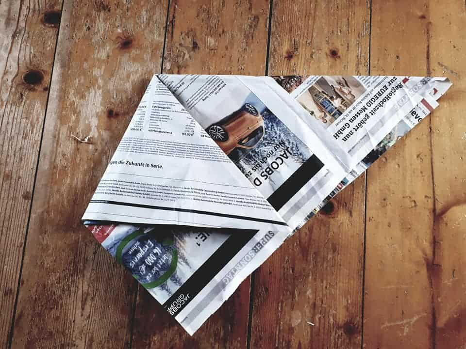 Mülltüten aus Zeitungspapier falten