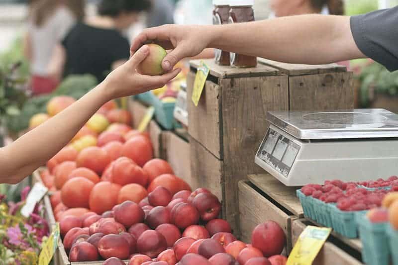 Regional auf dem Wochenmarkt einkaufen