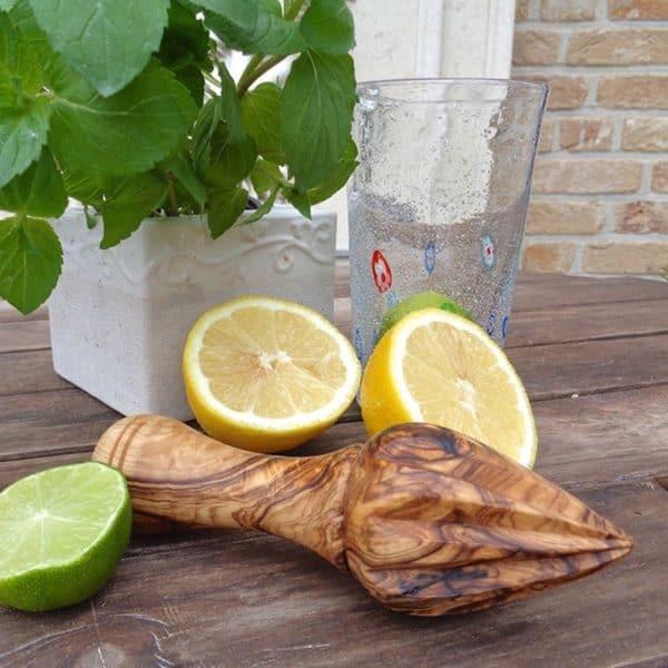 Zitruspresse aus Olivenholz