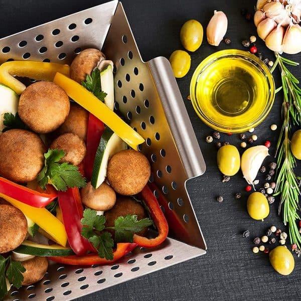 Grillkorb mit Gemüse