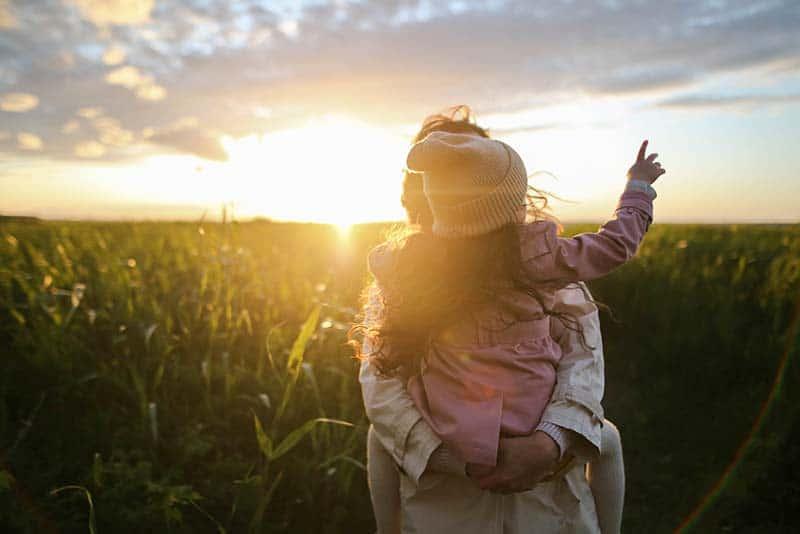 Generationenkonflikt Nachhaltigkeit - Mutter und Tochter