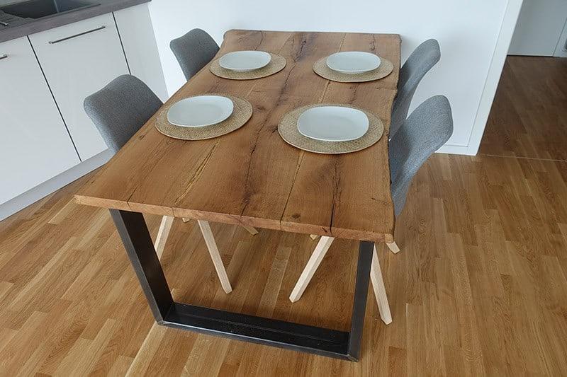 Nachhaltige DIY Esstisch aus alten Eichenbohlen
