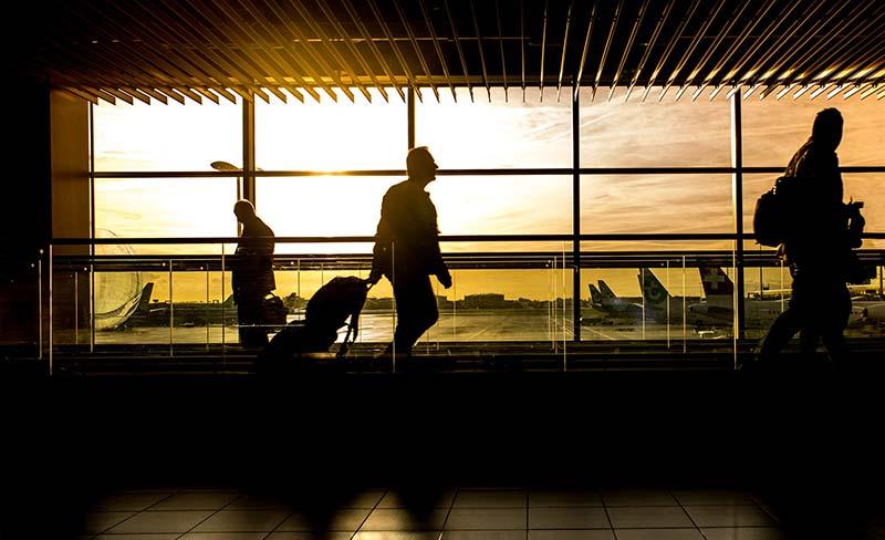 Vorurteile gegenüber nachhaltigem Reisen - Flugzeug ist schneller