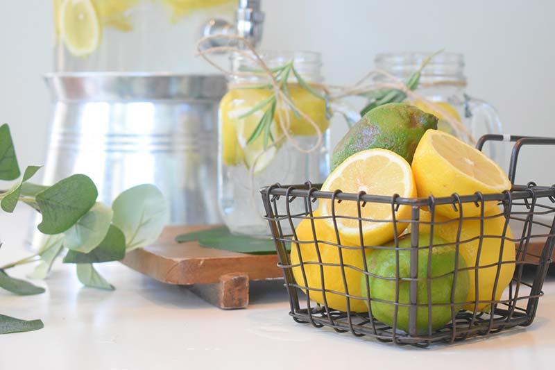 Nachhaltigkeit ohne Verzicht - Wasser mit Zitronen