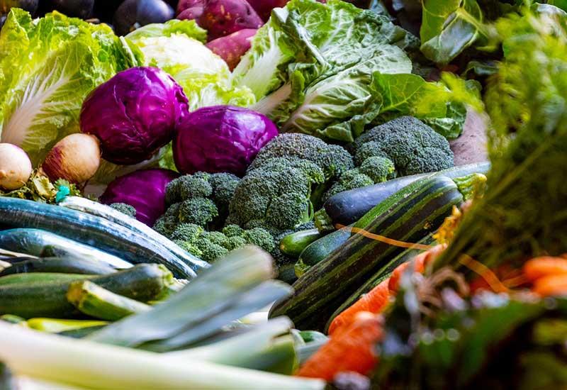 Brokkoli und gesunde Lebensmittel zur nachhaltigen Zahnpflege