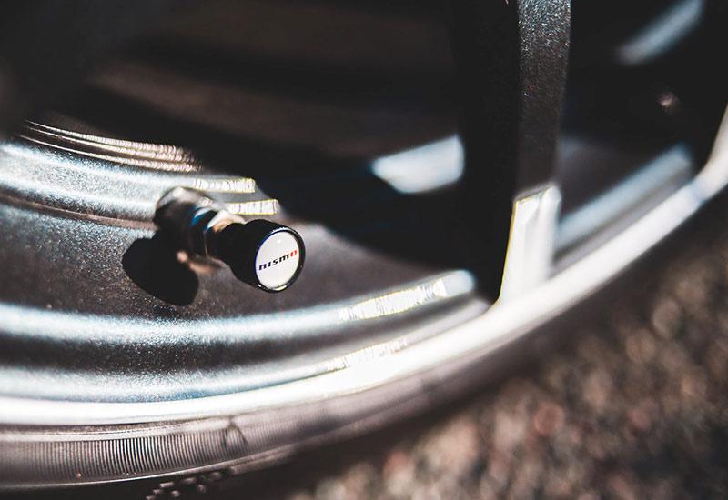 Reifendruck am Auto checken für mehr Umweltverträglichkeit