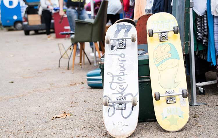 Skateboards auf dem Flohmarkt