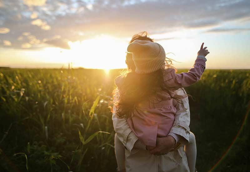 Selbst neugierig sein um Kinder nach draußen zu locken