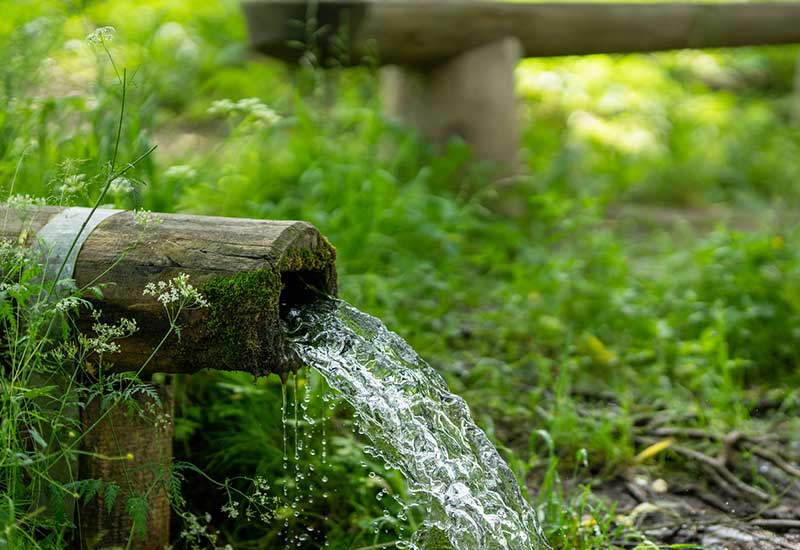Natürliche Wasserquelle für Trinkwasser