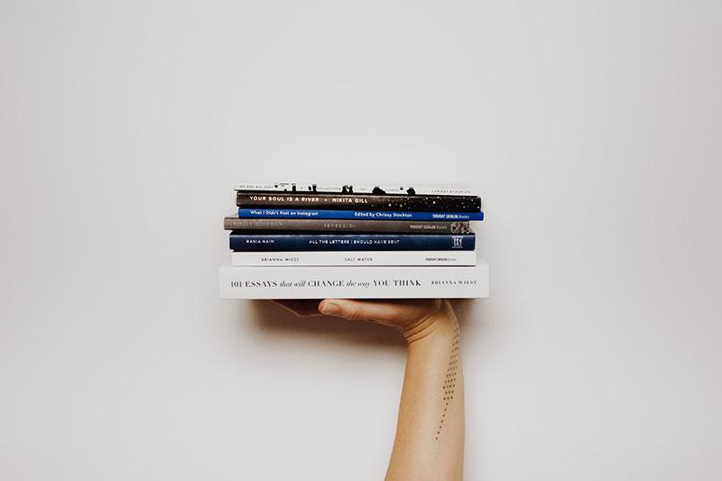 Bücher stapeln und mehr lesen