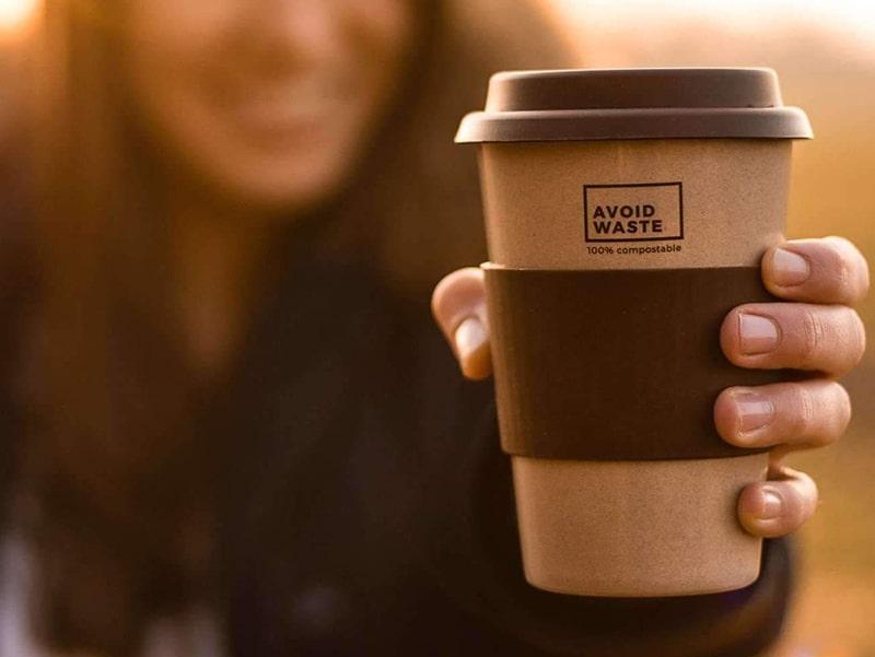 Wiederverwendbarer Kaffeebecher für plastikfreies Campien
