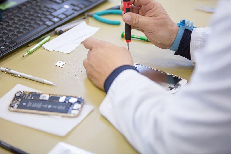 Reparatur eines alten Smartphones (refurbishing)